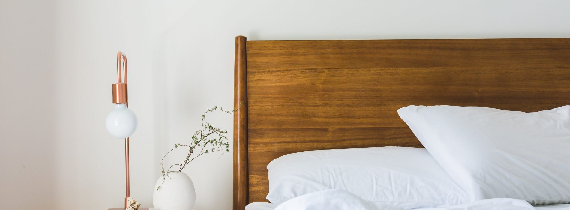 5 simple feng shui tips for a quick bedroom makeover after for Simple feng shui tips
